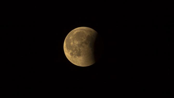 НАСА планира безпилотен полет около Луната през 2021 г.