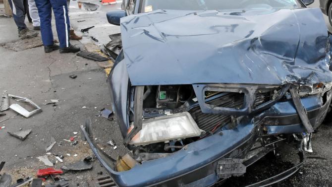 "Шофьор на лек автомобил ""Фолксваген Голф"" пострада при катастрофа в"