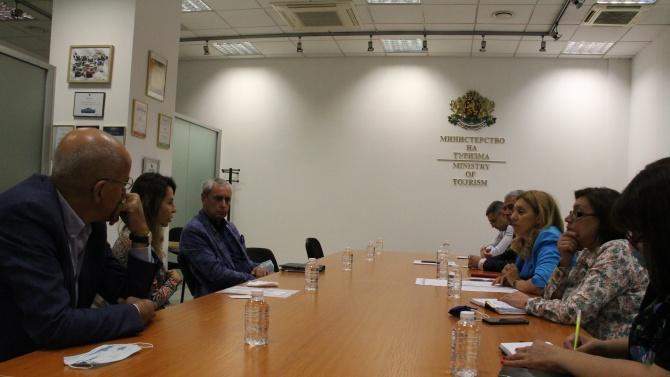 """Марияна Николова пред представители на """"Българско ски училище"""": Приветстваме идеята за разработване на ваучери за обучение на деца"""