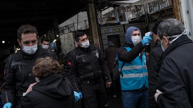 До 2 г. затвор за заразени с COVID-19 в Турция при неверни данни за контактите им