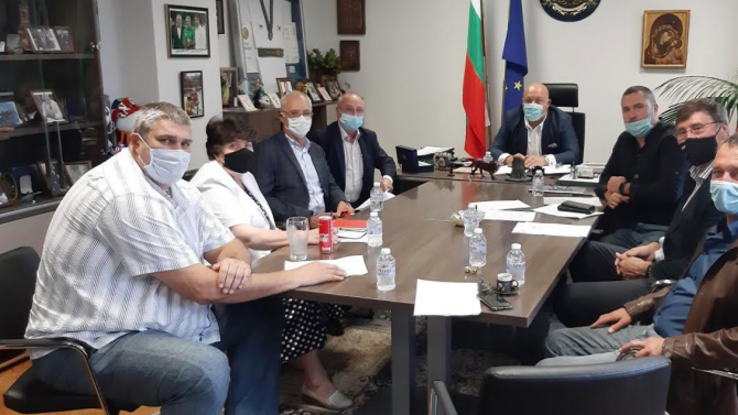 Министър Кралев обсъди с представители на спортни федерации мерките за допускане на публика в залите
