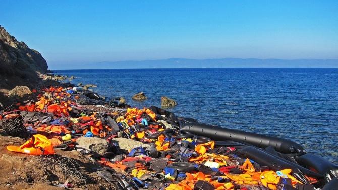 Скоро след като достигнали гръцкия остров Лесбос, група афганистански мигранти