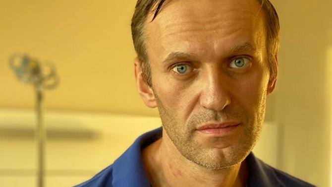 Възстановяването на руския опозиционер Алексей Навални, отровен според три лаборатории