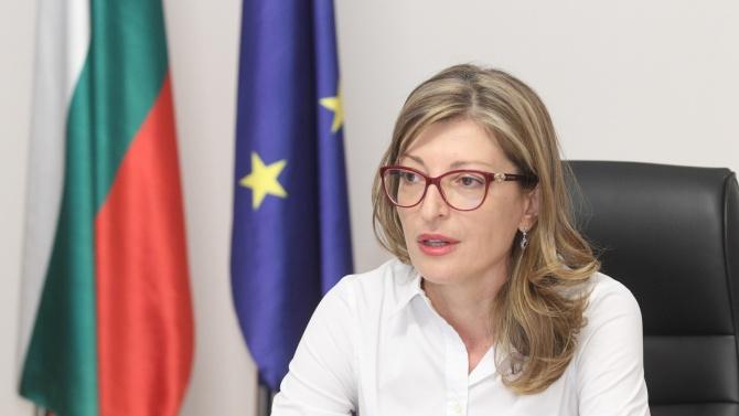 Екатерина Захариева: Наблюдаваме надигащи се вълни на антисемитизъм и език на омразата