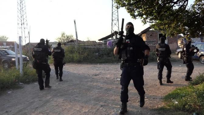 Спецакция в Пловдивско: Полицаи тарашиха имоти в четири села