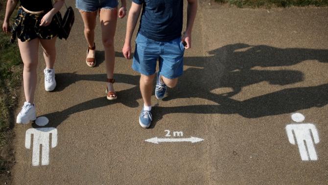 Няколко британски града наложиха карантина заради ръст в броя на заразените с коронавирус