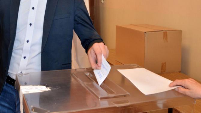 Близо 40 процента е избирателната активност за изборите на член на ВСС към обяд