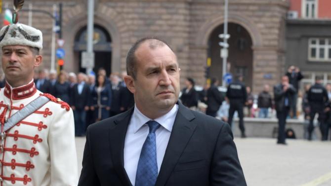Държавният глава Румен Радев Румен Георгиев Радев е български военен,