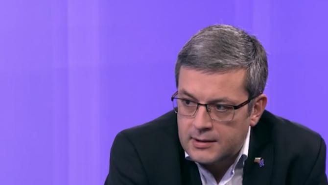 Тома Биков: Напрежението между президента и БСП ще му коства преизбирането