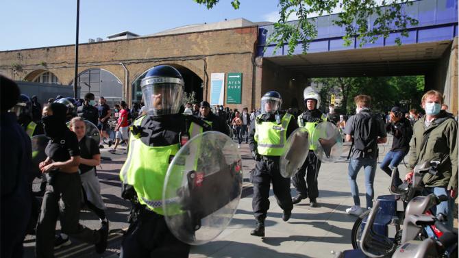 Масов протест в Лондон срещу мерките за Covid-19