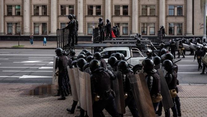 Най-малко 95 са задържани при протести в Беларус