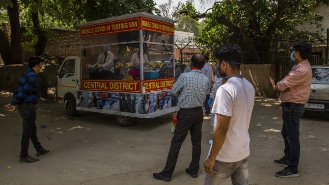 Под 90 хиляди нови случаи на коронавирус в Индия седмо поредно денонощие