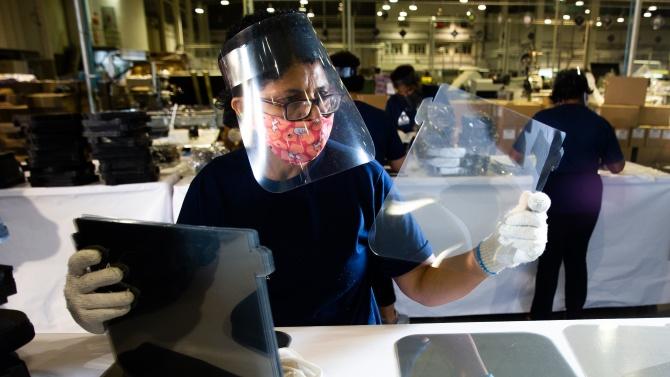 Пластмасовите щитове не са ефикасна защита срещу COVID-19