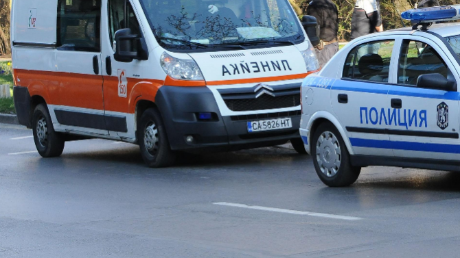 Бус прегази малко дете на паркинг в София
