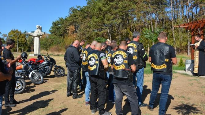 Мотористи почетоха паметта на загиналите на пътя