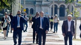 Радев коментира призива на Каракачанов да си подаде ръка с Борисов