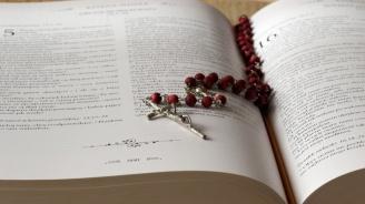 Обезщетения за непълнолетните лица, жертви на свещеници педофили