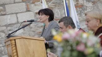 Караянчева призова неправителствените организации да предложат председател на ЦИК