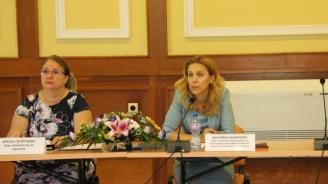 Николова на среща с концесионери: Помощта за пътувания за хората на първа линия, ще е в подкрепа на целия сектор