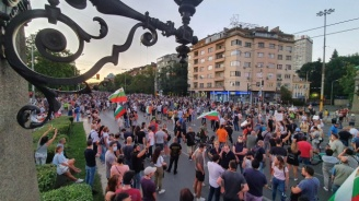 НА ЖИВО: Протестен митинг-концерт блокира кръстовището на