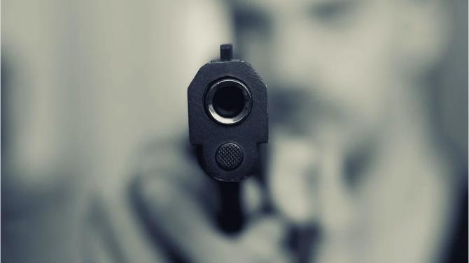 Трима въоръжени обраха павилион за цигари и алкохол в София, задържаха ги