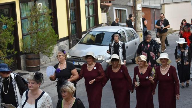 Асеновград се върна 100 години назад с ретро фестивал