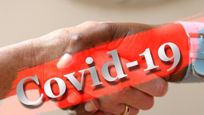 Българско семейство пипна COVID-19 от първия човек, с когото се здрависаха след месеци на изолация