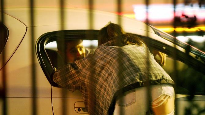 Брюксел отново забранява проституцията като противоепидемична мярка