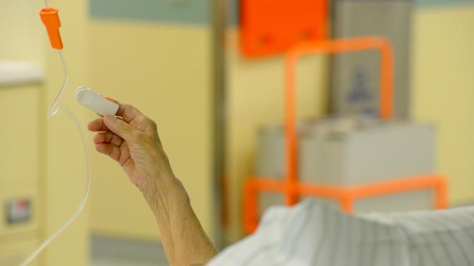Един човек от новорегистрираните с COVID-19 в Шуменско е хоспитализиран