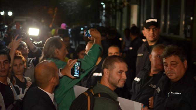 83-ата вечер на протести, протестиращите поискаха оставката и на Валери Симеонов