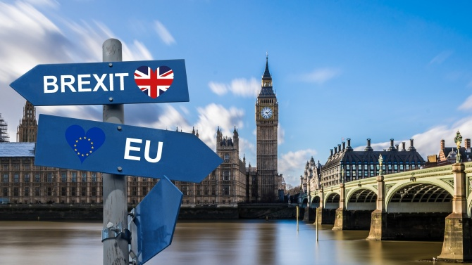 Британските депутати одобриха спорен законопроект за Брекзит