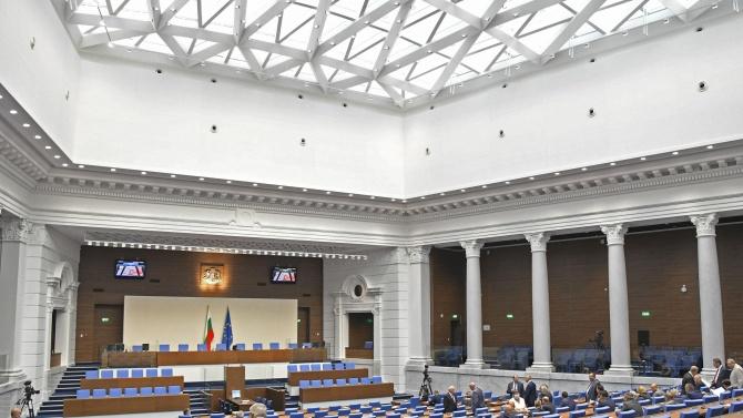 """Депутатите разглеждат ветото на президента за """"кариерния бонус"""""""