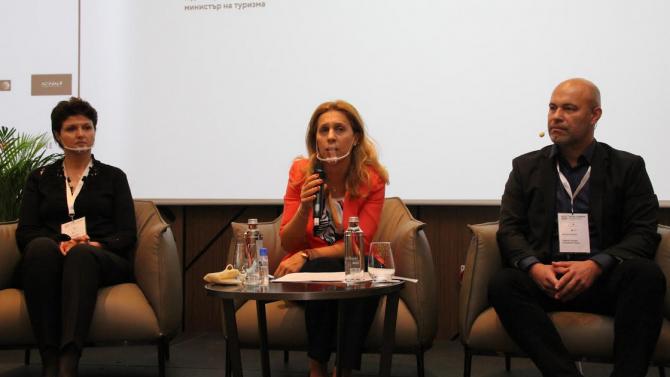 Марияна Николова: Над 22 хил. работни места в сектора са запазени благодарение на мярката 60/40