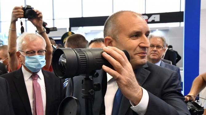 Освирквания и скандирания за оставка посрещнаха Румен Радев в Пловдив