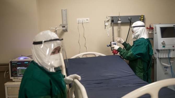 Над 5000 са новите случаи на коронавирус в Мексико, а над 3000 - в Перу