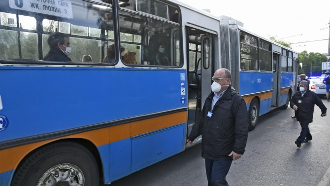 Масови проверки в градския транспорт в София за маски