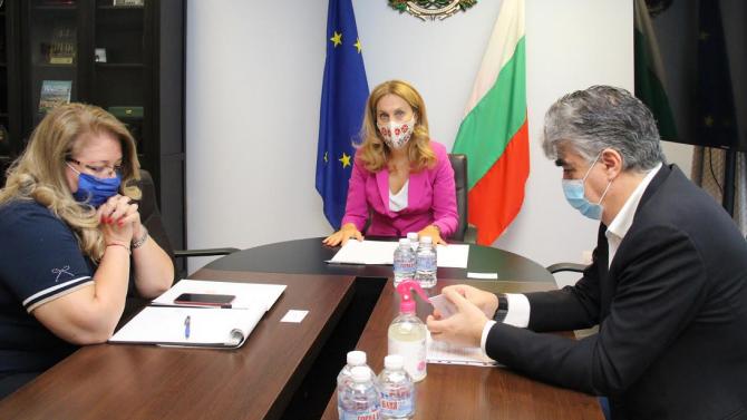 Марияна Николова: Вече има постъпили 12 заявления за предоставяне на държавна помощ за туроператори