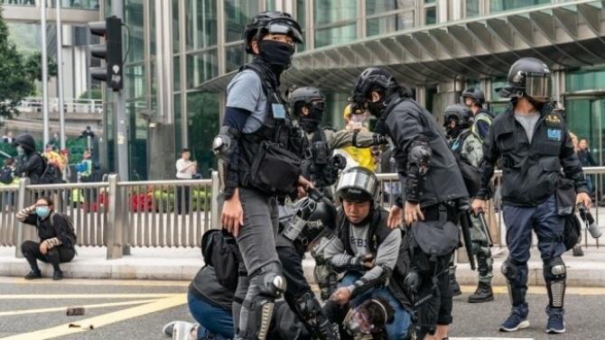 Хонконгската полиция задържа 62 души при демонстрации, съвпадащи с националния празник на Китай