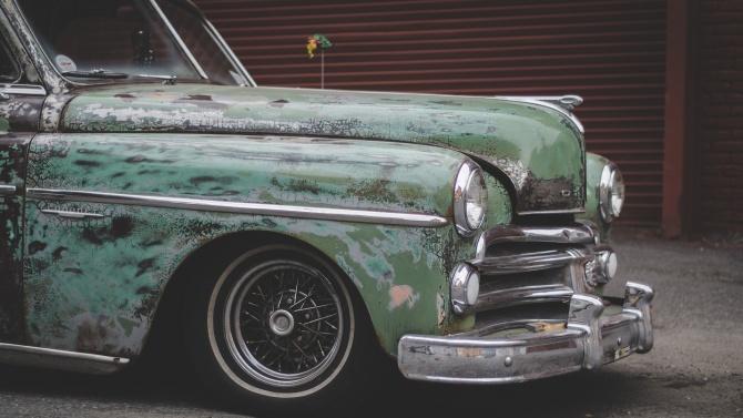 """Разчистват стари коли в """"Триадица"""""""
