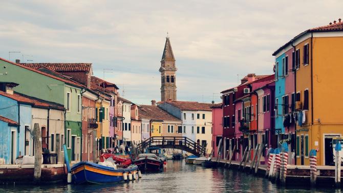 Рибарското селище Ченгене скеле  грейва в свежи цветове като средиземноморско градче