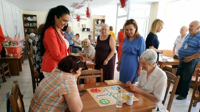 Зам.-министър Русинова: Трябва да търсим подкрепа за възрастните