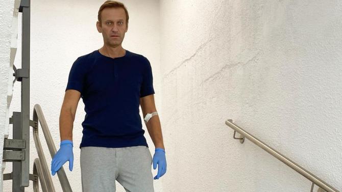 Навални каза, че ще съди Песков заради обвиненията, че работи за ЦРУ