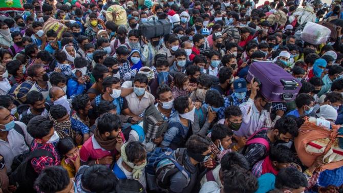"""Малка група от """"суперзаразители"""" е заразила 60% от индийците с COVID-19"""