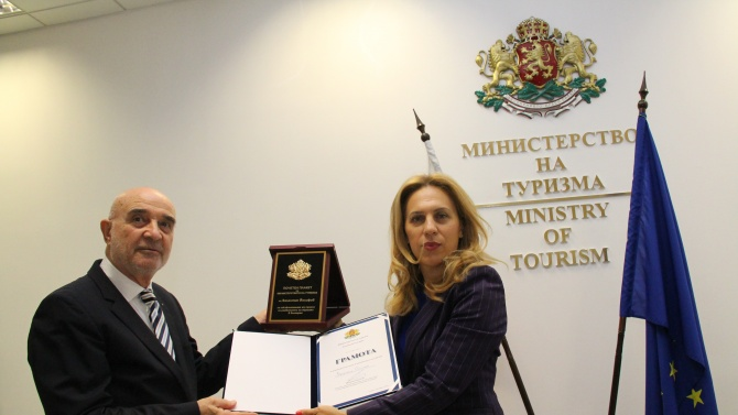 Валентин Йосифов с награда за дългогодишния му принос за развитието на туризма