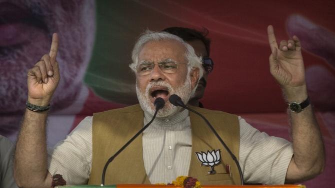 Индийският премиер Нарендра Моди откри днес стратегически магистрален тунел в