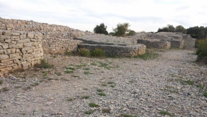 """Разкриха представителен архитектурен комплекс от XIII век при разкопки на крепостта """"Трапезица"""""""