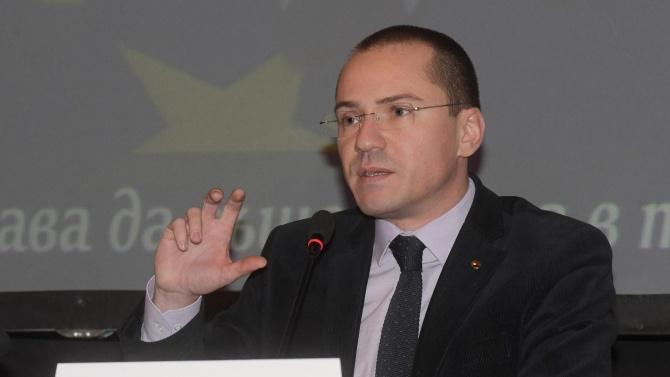 Ангел Джамбазки: Евродепутатите не се интересуват от вътрешни крамоли
