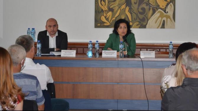 Министър Танева с отлични новини относно подпомагането на земеделските стопани