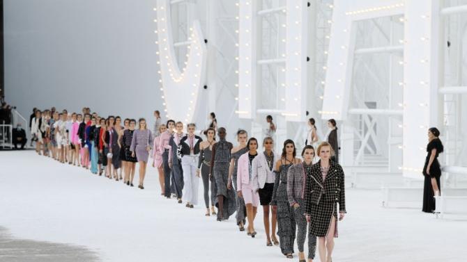 """""""Шанел"""" внесе холивудски блясък на Седмицата на модата в Париж"""