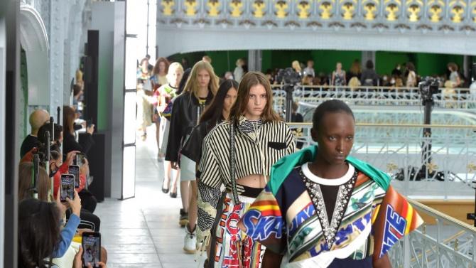 """С дефиле на """"Луи Вюитон"""" приключи Седмицата на модата в Париж"""